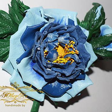 Цветы и флористика ручной работы. Ярмарка Мастеров - ручная работа Украшение заколка брошь синяя роза из кожи. Handmade.
