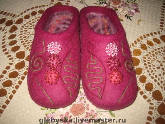 """Обувь ручной работы. Ярмарка Мастеров - ручная работа. Купить Тапочки """"Помпоны-3"""". Handmade. Подарок на новый год, 100% шерсть"""