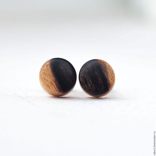 Серьги ручной работы. Ярмарка Мастеров - ручная работа. Купить Серьги-гвоздики круглые из лунного эбена. Handmade. Чёрно-белый