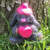 Куклы и игрушки ручной работы. Ярмарка Мастеров - ручная работа Игрушка из шерсти. Влюбленный зайка. Handmade.