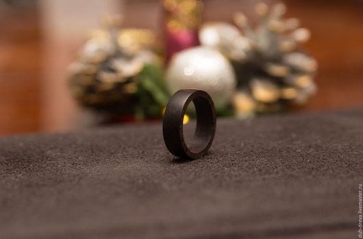 Кольцо из черного дерева