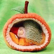 Вальдорфские куклы и звери ручной работы. Ярмарка Мастеров - ручная работа Яблочный гномик с домиком. Handmade.