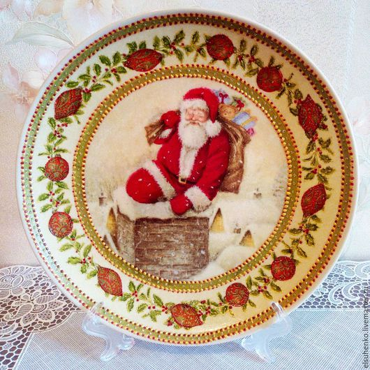 """Новый год 2017 ручной работы. Ярмарка Мастеров - ручная работа. Купить Тарелка """"Дед Мороз на крыше"""". Handmade. Разноцветный"""