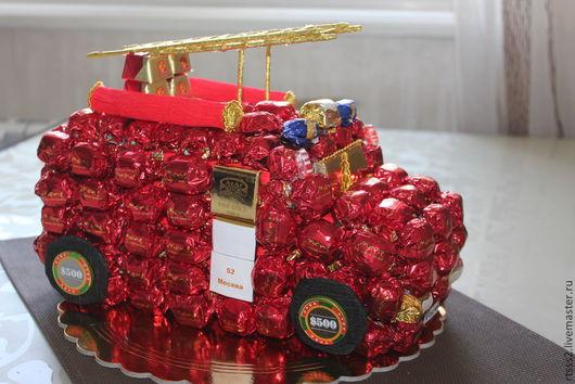 Персональные подарки ручной работы. Ярмарка Мастеров - ручная работа. Купить Пожарная машина из конфет. Handmade. Ярко-красный, машинка