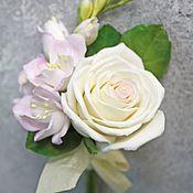 ручной работы. Ярмарка Мастеров - ручная работа Бутоньерка с розой и фрезией. Handmade.