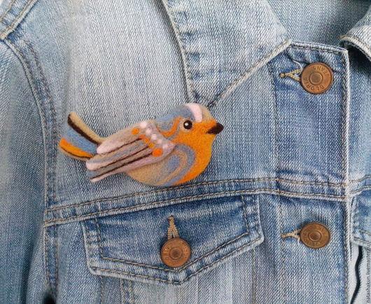 """Броши ручной работы. Ярмарка Мастеров - ручная работа. Купить Валяная из шерсти брошь """"Птичка зарянка"""", оригинальный подарок. Handmade."""