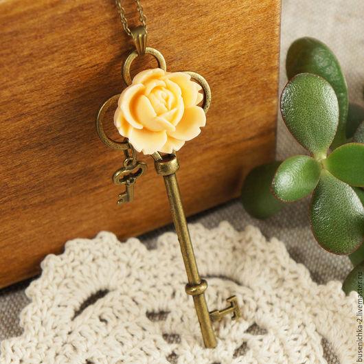 """Кулоны, подвески ручной работы. Ярмарка Мастеров - ручная работа. Купить Подвеска Ключ №3 """"Персиковая роза"""". Handmade."""