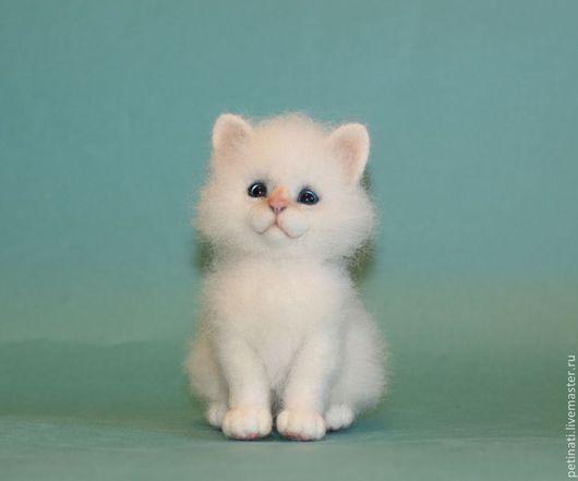 Игрушки животные, ручной работы. Ярмарка Мастеров - ручная работа. Купить войлочный котёнок Грэйн. Handmade. Белый, игрушка из шерсти
