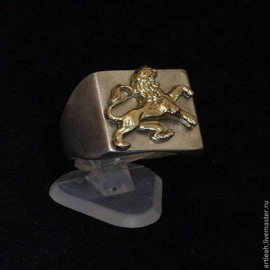 Кольца ручной работы. Ярмарка Мастеров - ручная работа. Купить Серебряное кольцо мужское с золотым львом. Handmade. Кольцо мужское