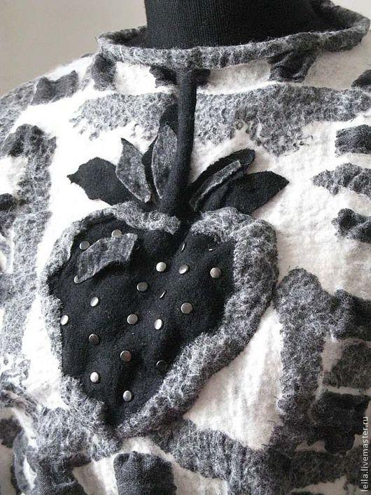 """Кофты и свитера ручной работы. Ярмарка Мастеров - ручная работа. Купить Женский свитер """"Strawberries"""". Handmade. Чёрно-белый"""