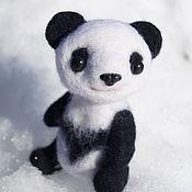 Куклы и игрушки ручной работы. Ярмарка Мастеров - ручная работа Медведь игрушка Панда валяный, 10см. Handmade.