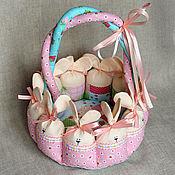 Подарки к праздникам ручной работы. Ярмарка Мастеров - ручная работа Пасхальная корзинка с зайцами. Handmade.