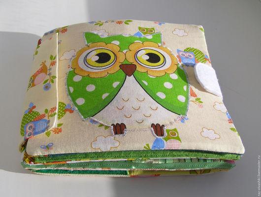 Мягкая книжка `Совушка`. Книга разборная - это удобно, если нужно постирать одну страницу или добавить новые. Сзади есть карман, куда можно убрать съемные детали