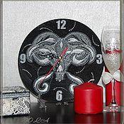 """Подарки к праздникам ручной работы. Ярмарка Мастеров - ручная работа Часы """"Овен"""" в точечной технике. Handmade."""