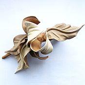Украшения ручной работы. Ярмарка Мастеров - ручная работа Заколка зажим  цветок из кожи Soft Beige бежевая беж. Handmade.