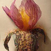Украшения ручной работы. Ярмарка Мастеров - ручная работа Ирис на каркасе(брошь). Handmade.