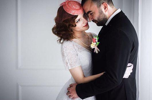 """Одежда и аксессуары ручной работы. Ярмарка Мастеров - ручная работа. Купить Свадебная шляпка таблетка с вуалью для невесты -цвет """"коралл"""". Handmade."""