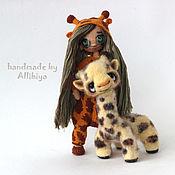 Куклы и игрушки ручной работы. Ярмарка Мастеров - ручная работа Вязаная кукла Лила и жирафочка Монни. Handmade.