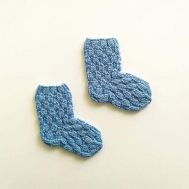 Товары для малышей ручной работы. Ярмарка Мастеров - ручная работа Голубые вязаные носочки для новорожденного. Handmade.