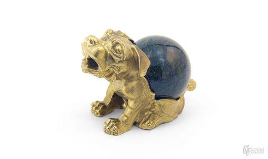 Статуэтки ручной работы. Ярмарка Мастеров - ручная работа. Купить Собака с шаром. Handmade. Бронза, собака, уральские камни, статуэтка