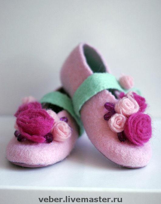 """Обувь ручной работы. Ярмарка Мастеров - ручная работа. Купить Тапочки детские""""Розочки"""". Handmade. Розовый, тапочки из шерсти"""