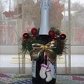 Подарки к праздникам ручной работы. Ярмарка Мастеров - ручная работа Новогодний веночек для украшения шампанского с валеночками. Handmade.