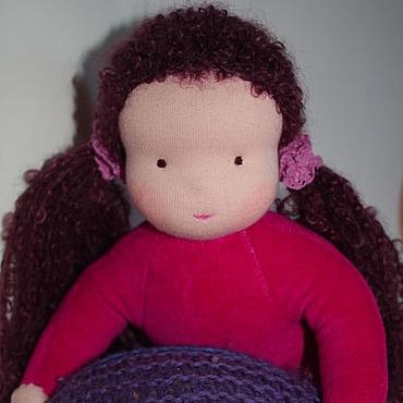 Куклы и игрушки ручной работы. Ярмарка Мастеров - ручная работа Куколка в пришивном комбинезоне малиновая 32 см. Handmade.