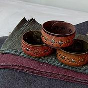 Браслет из бусин ручной работы. Ярмарка Мастеров - ручная работа Браслет из натуральной кожи с клёпками. Handmade.