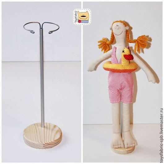 Куклы и игрушки ручной работы. Ярмарка Мастеров - ручная работа. Купить Подставка для кукол 8см деревянная из сосны с держателем (5С8Р). Handmade.