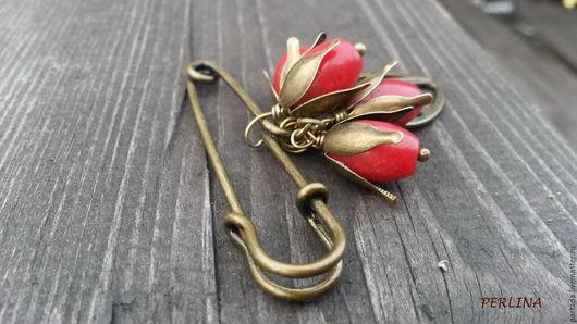 8 марта Брошь из натуральных камней `Барбарисы` , красная брошь с кораллом, ягодная брошь, ягоды, листья, красные ягоды