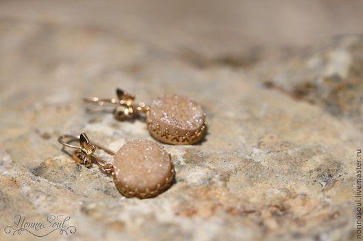 Серьги ручной работы. Ярмарка Мастеров - ручная работа. Купить Серьги-бабочки с друзами цвета шампанского. Handmade. Бежевый, бабочки