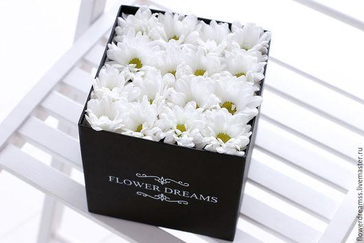 Flower Dreams - хризантема в коробочке. Чудесный подарок на любой случай. Такой подарок порадует любого) и простоит на много больше чем обычный букет)