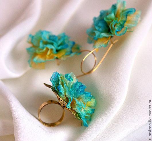 Цветы ручной работы. Ярмарка Мастеров - ручная работа. Купить Коплект из сережек и кольца с цветами из шелка Рио. Handmade. Бирюзовый
