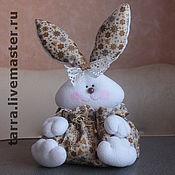 Куклы и игрушки ручной работы. Ярмарка Мастеров - ручная работа Подарочный зайка. Handmade.