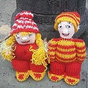 Куклы и игрушки ручной работы. Ярмарка Мастеров - ручная работа Вязаные человечки Парочка в шапочках. Handmade.