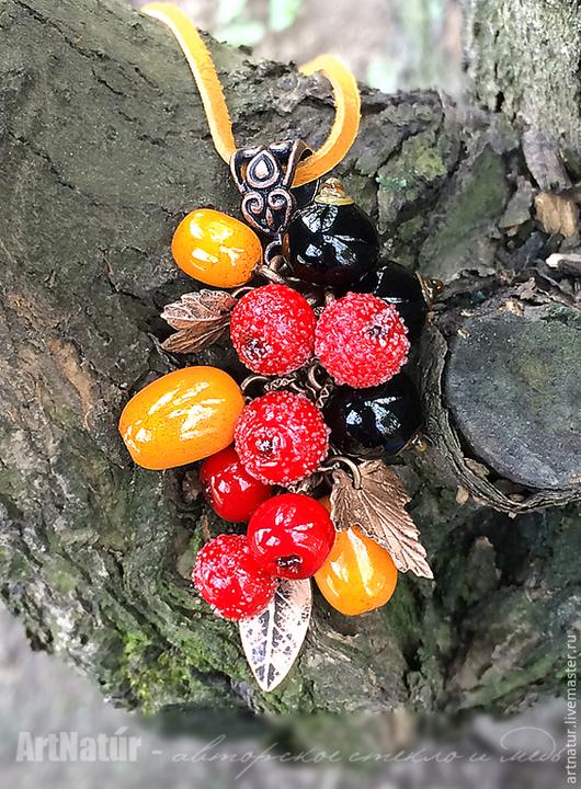 """Кулоны, подвески ручной работы. Ярмарка Мастеров - ручная работа. Купить Кулон lampwork """"Садовые ягоды - смородина, облепиха, рябина"""". Handmade."""