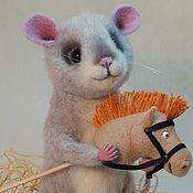"""Куклы и игрушки ручной работы. Ярмарка Мастеров - ручная работа Войлочная игрушка мышонок """"Я люблю свою лошадку..."""". Handmade."""