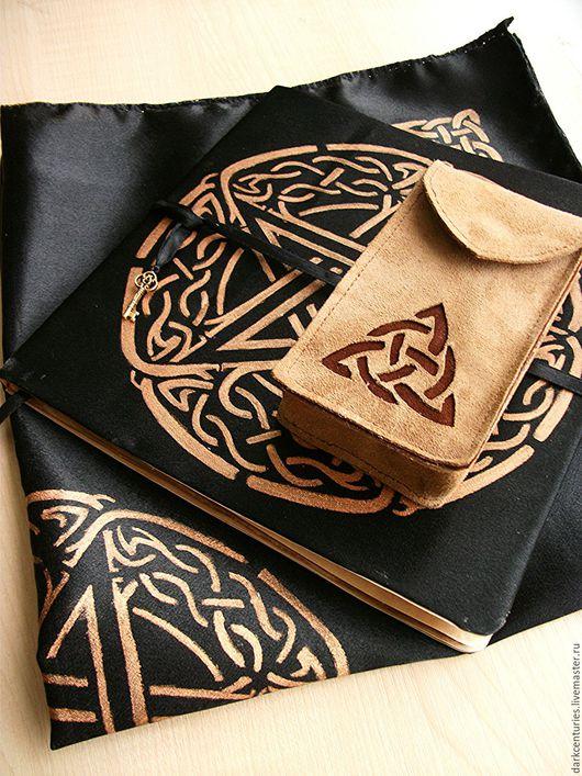 Эзотерические аксессуары ручной работы. Ярмарка Мастеров - ручная работа. Купить Скатерть для раскладов, чехол для карт Таро и книга-блокнот. Handmade.