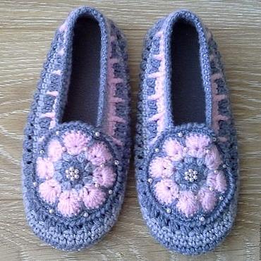 Обувь ручной работы. Ярмарка Мастеров - ручная работа Домашние тапочки вязаные крючком Розовый цветок. Handmade.