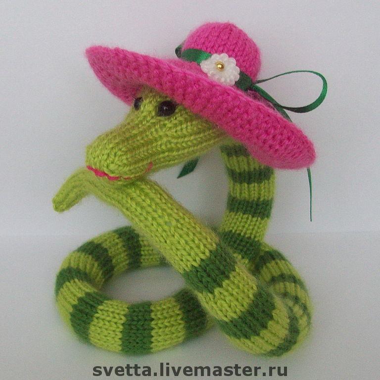Вяжем змейку спицами