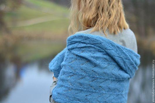 Шали, палантины ручной работы. Ярмарка Мастеров - ручная работа. Купить Вязаная шаль. Handmade. Морская волна, шерстяная шаль