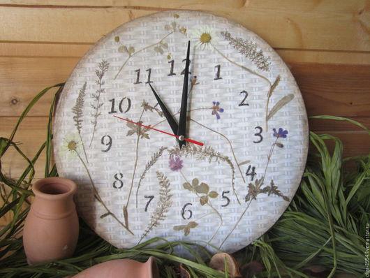 """Часы для дома ручной работы. Ярмарка Мастеров - ручная работа. Купить Часыиз дерева круглые """"Дачный гербарий"""". Handmade. Бежевый"""