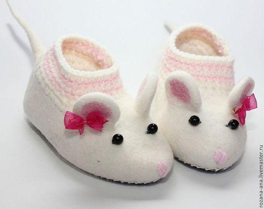 Обувь ручной работы. Ярмарка Мастеров - ручная работа. Купить Валяные тапочки-мышки N164. Handmade. Белый, тапочки валяные