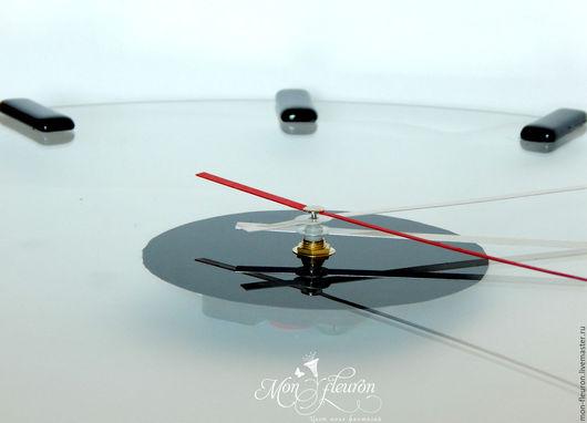 """Часы для дома ручной работы. Ярмарка Мастеров - ручная работа. Купить Часы """"Время вперед"""". Handmade. Чёрно-белый, для кафе"""