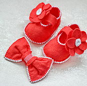 Работы для детей, ручной работы. Ярмарка Мастеров - ручная работа Жемчужно-коралловый комплект: пинетки-туфельки + бант. Handmade.