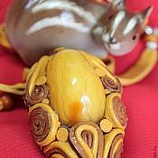"""Украшения ручной работы. Ярмарка Мастеров - ручная работа кулон """"Янтарный орешек"""". Handmade."""
