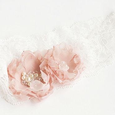 Свадебный салон ручной работы. Ярмарка Мастеров - ручная работа Подвязка на эластичном кружеве с цветами, подвязка для невесты. Handmade.