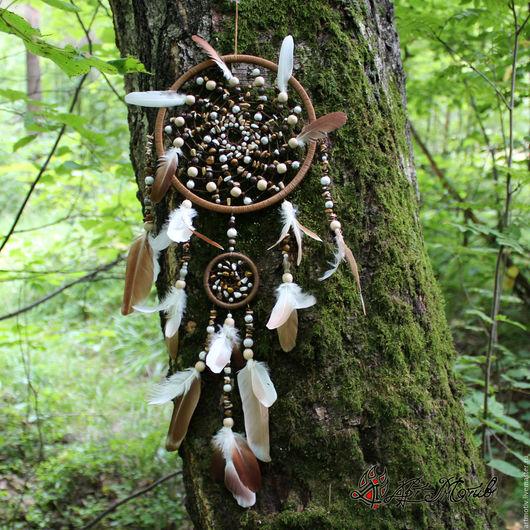 Ловец снов `Песня мира` с голубиными перьями и натуральными камнями
