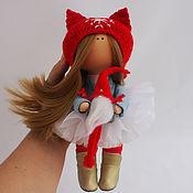 Куклы и игрушки ручной работы. Ярмарка Мастеров - ручная работа Кукла. Куколка в красном с мини Сантой. Handmade.