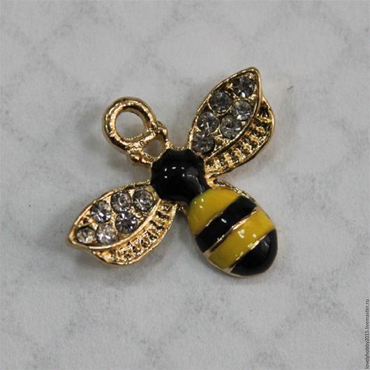 Металлическая подвеска с эмалью `Пчелка`